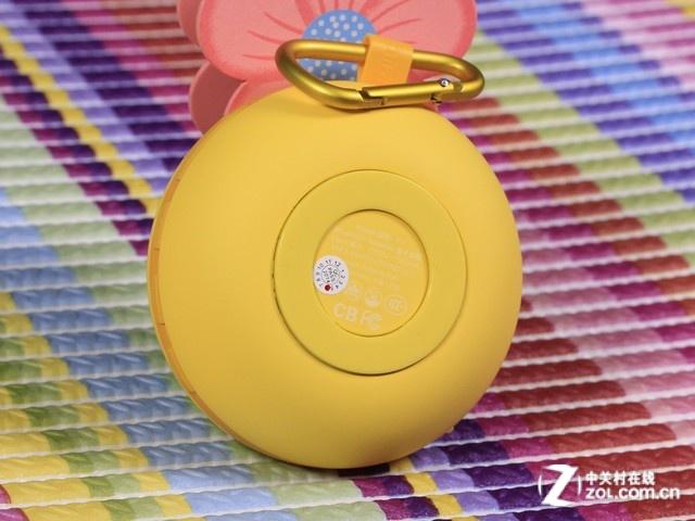 mifa f1这款便携蓝牙音响有着小巧时尚的外观,胖胖圆圆的箱体显得很