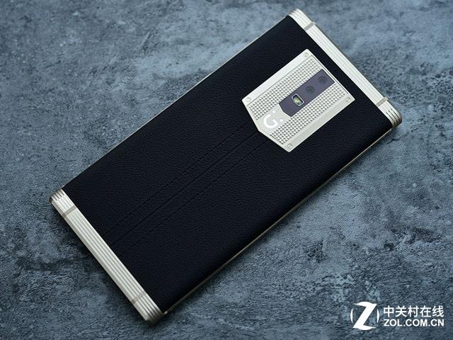 图为 金立M2017 编辑点评: 金立M2017在各方面都达到了旗舰级水平,尤其是7000mAh大容量电池,这在当下手机当中可以说是独一无二的,堪称超强续航手机的标杆。在做工方面,金立M2017也有一流的表现,而在安全性方面,这也是金立手机的一个优势。金立M2017的起售价为6999元,在手机领域算是相当贵了,政商人士可以考虑一下。 目前金立M2017在中关村在线产品库中得分为8.